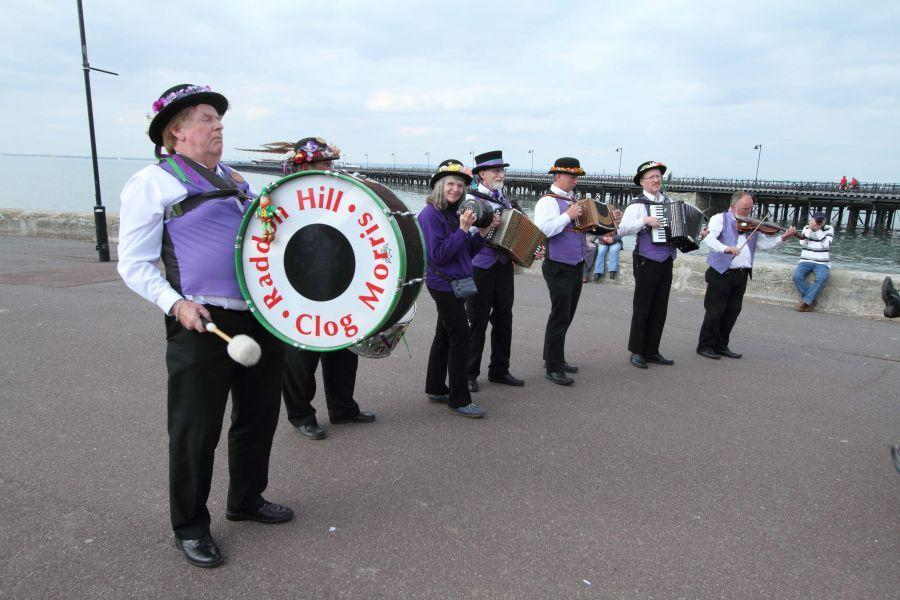 002-Raddon-Hill-band-on-Isle-of-Wight-2013---by-Dave-Land