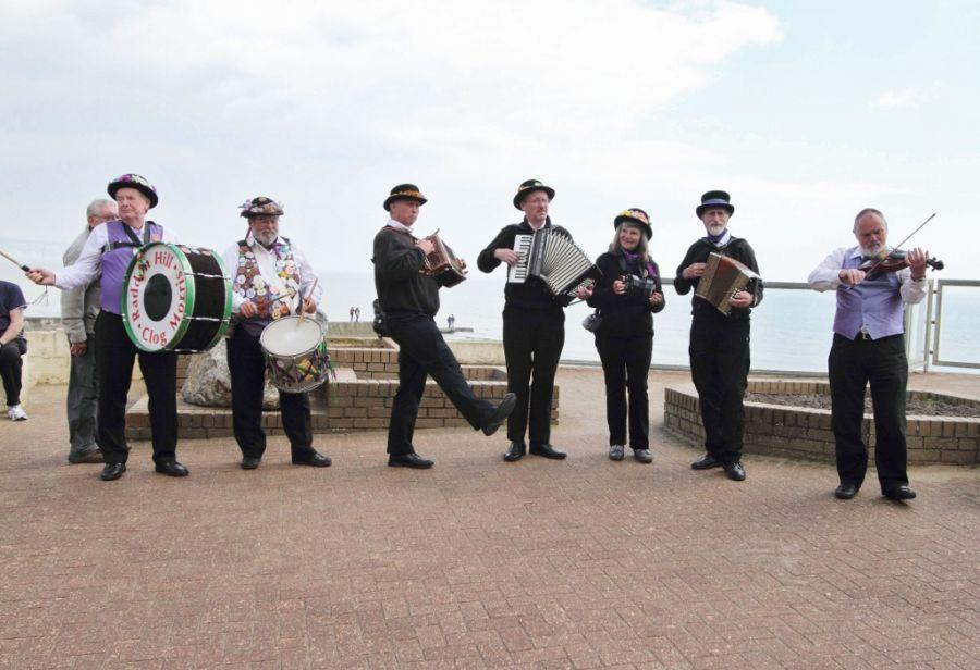 003-Raddon-Hill-band-on-I-of-W-2013---photo-by-Dave-Land-1024x701