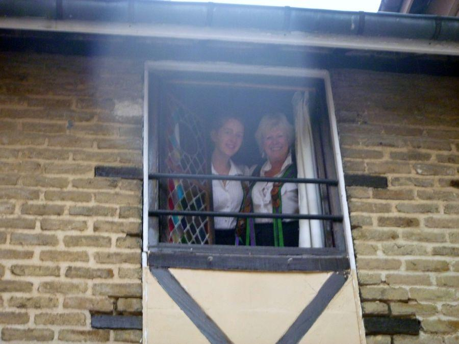 129-Maidens-appear-at-a-window