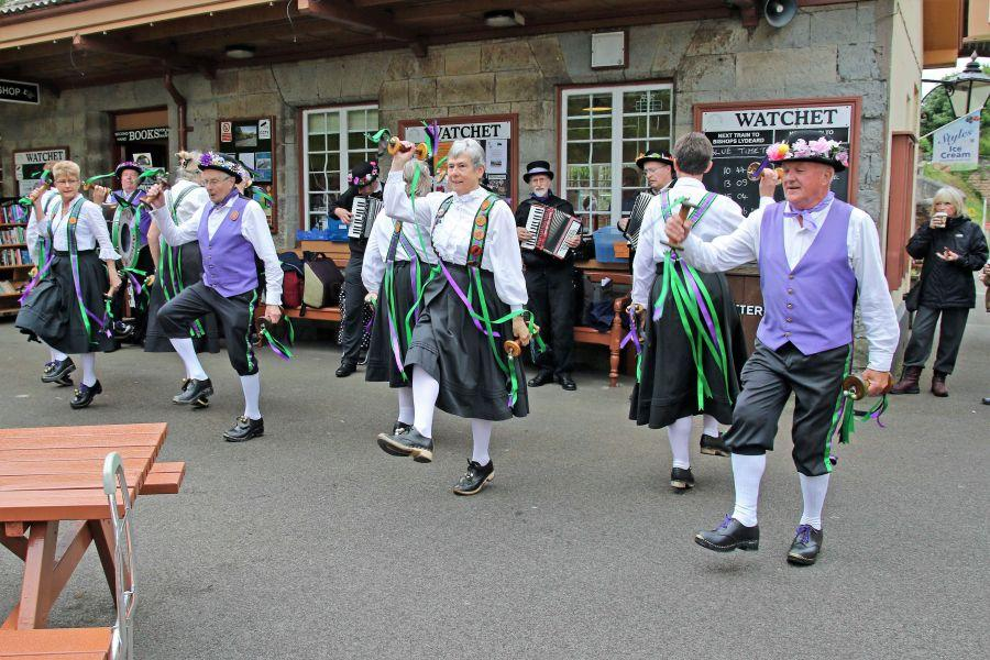 Raddon-Hill-Somerset-weekend-2017-Watchet-Station-dancers-and-band-1-from-DL