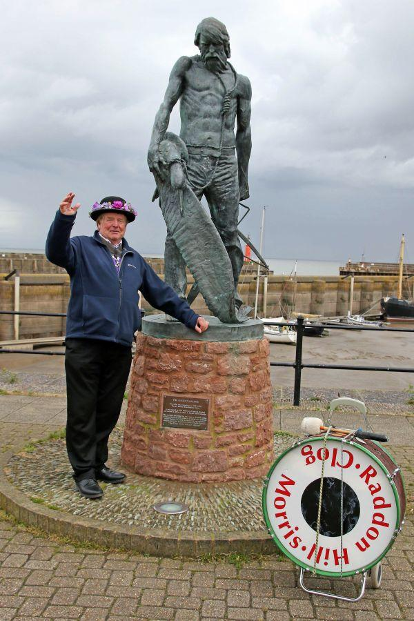 Raddon-Hill-Somerset-weekend-Watchet-Barry-and-statue-DL