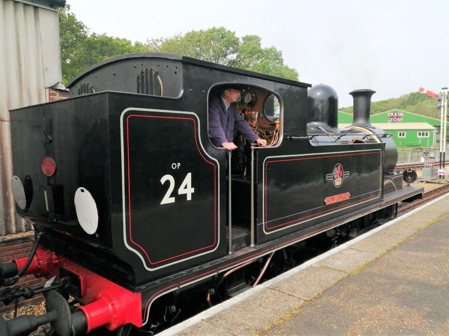 Isle-of-Wight-2019---Judy-3---steam-train-at-Havenstreet-station