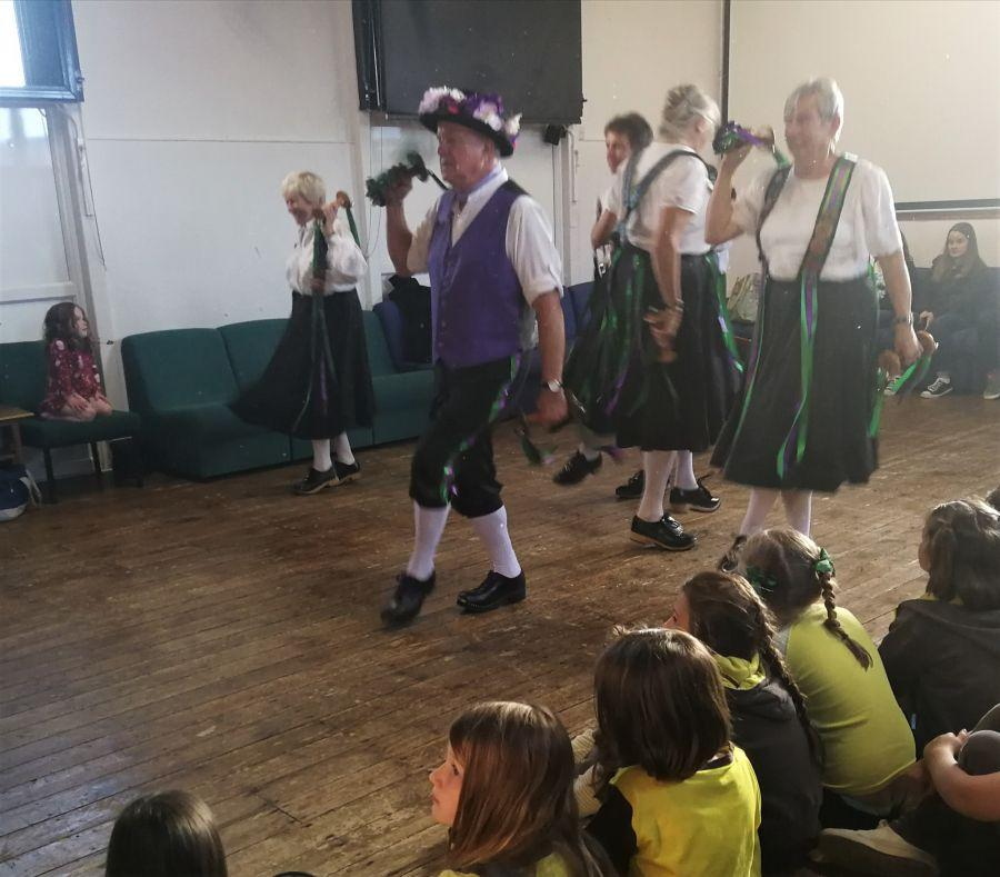 Raddon-Hill-demonstrate-March-Green-before-Triss-teaches-it-to-40-Brownies