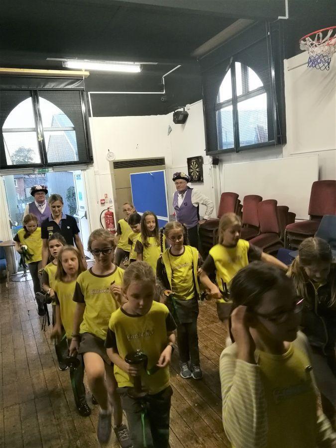 Raddon-Hill-entertain-Ottery-St-Mary-Bownies-2
