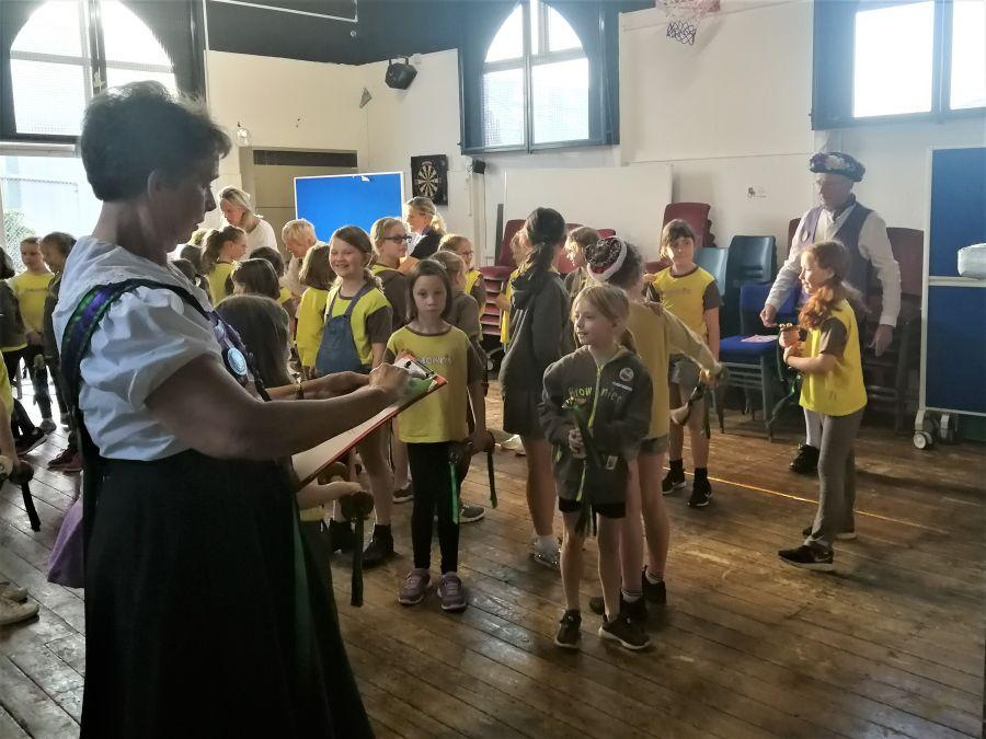 Raddon-Hill-entertain-Ottery-St-Mary-Brownies-1
