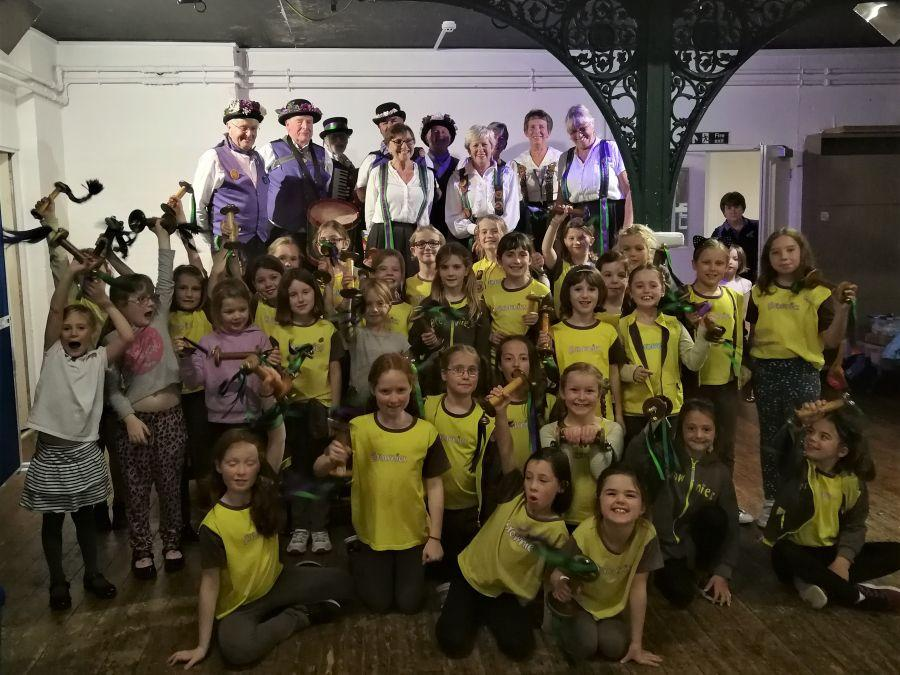 Raddon-Hill-entertain-Ottery-St-Mary-Brownies-3
